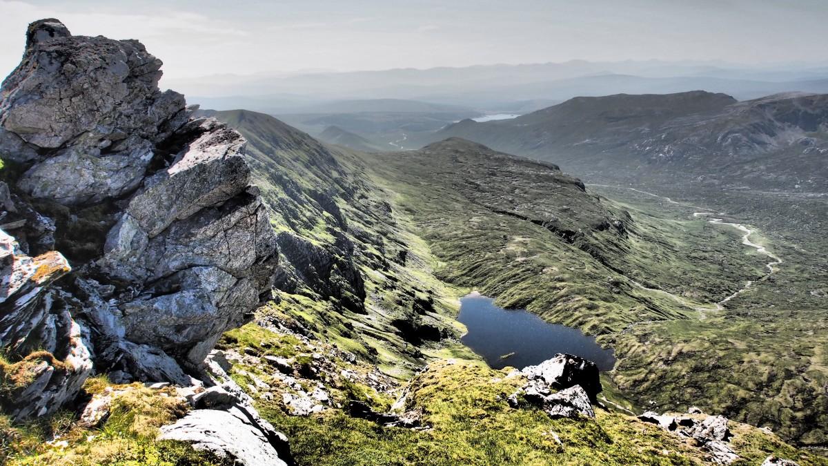 BMA 17Dubh Loch Mor vanaf Ben More Assynt