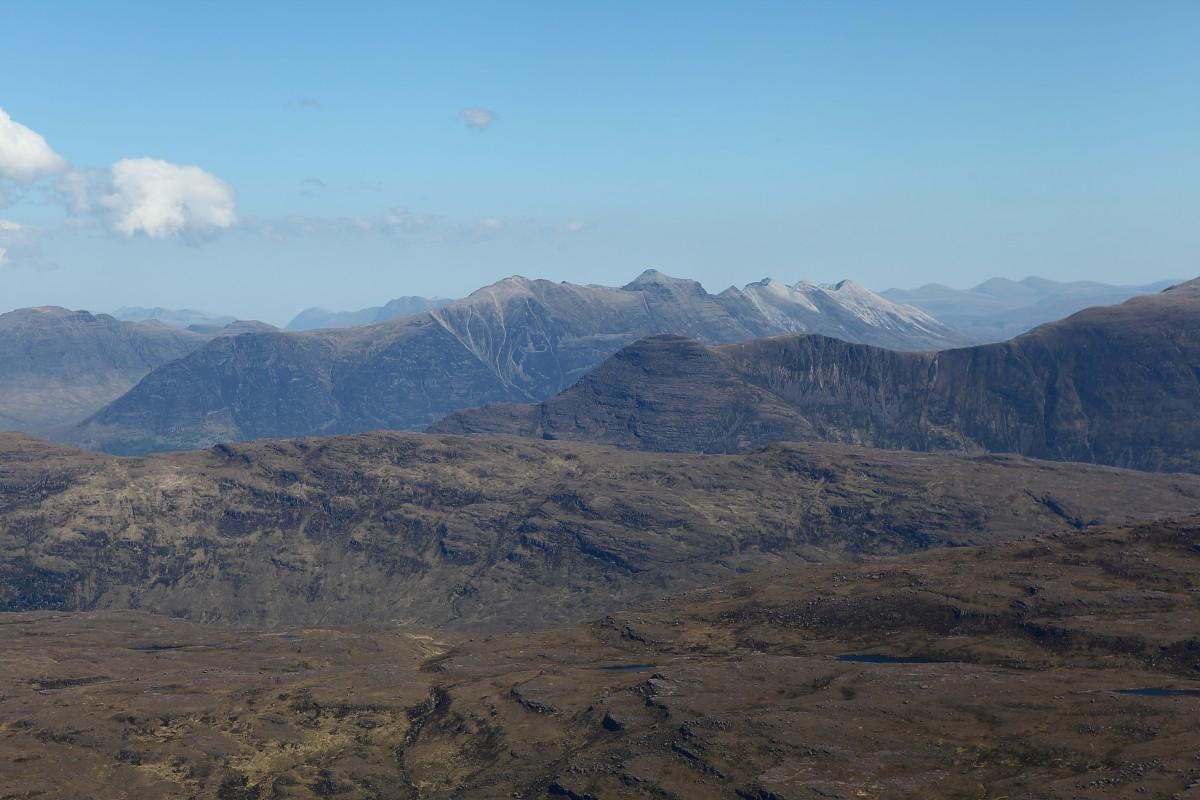 BB16 Uitzicht vanaf topplateau; in de verte Benn Eighe