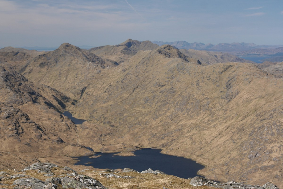 SM  8 oostkant Loch Quoich vanaf Sgurr Mor