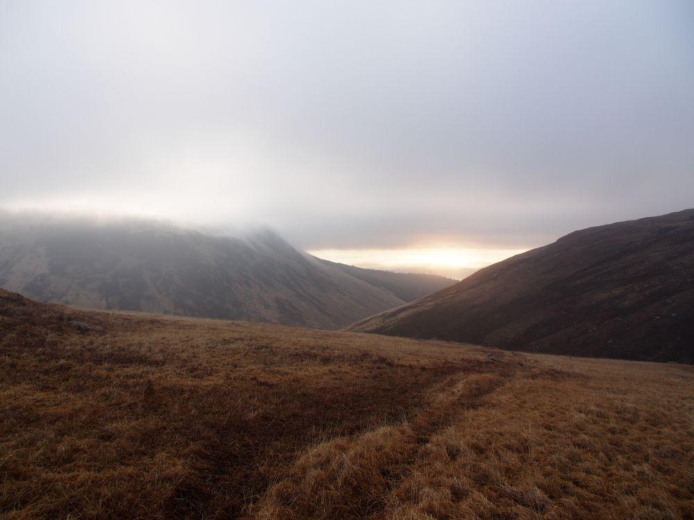 Op weg naar Beinn Nuis, voordat de mist begint